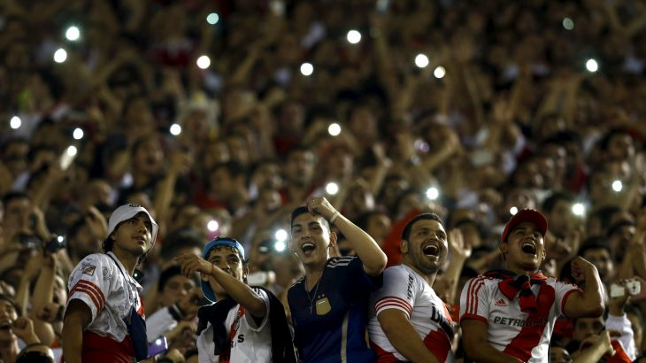Fans of Argentina's River Plate cheer before their Copa Libertadores quarter-final first leg soccer match against Brazil's Cruzeiro in Buenos Aires, Argentina, May 21, 2015.  REUTERS/Marcos Brindicci